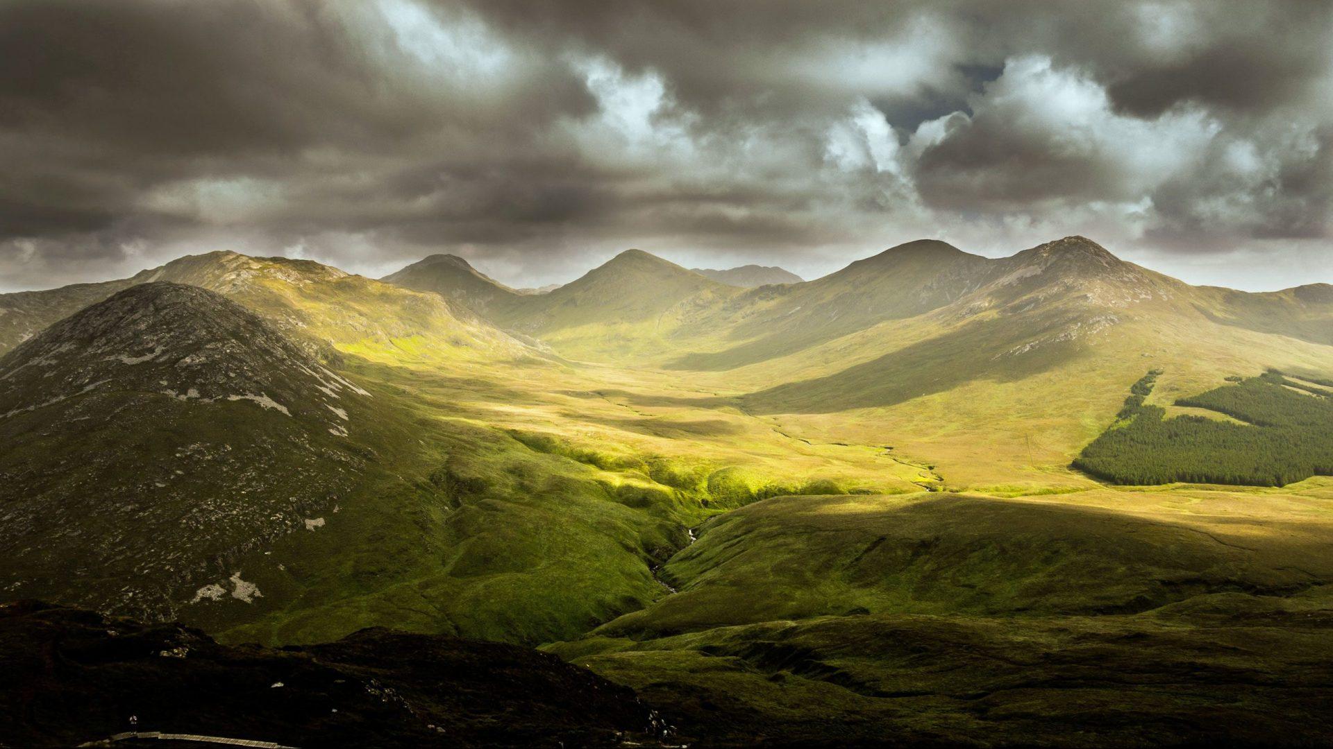 Grüne Wiesen und Berge - Gott kennen
